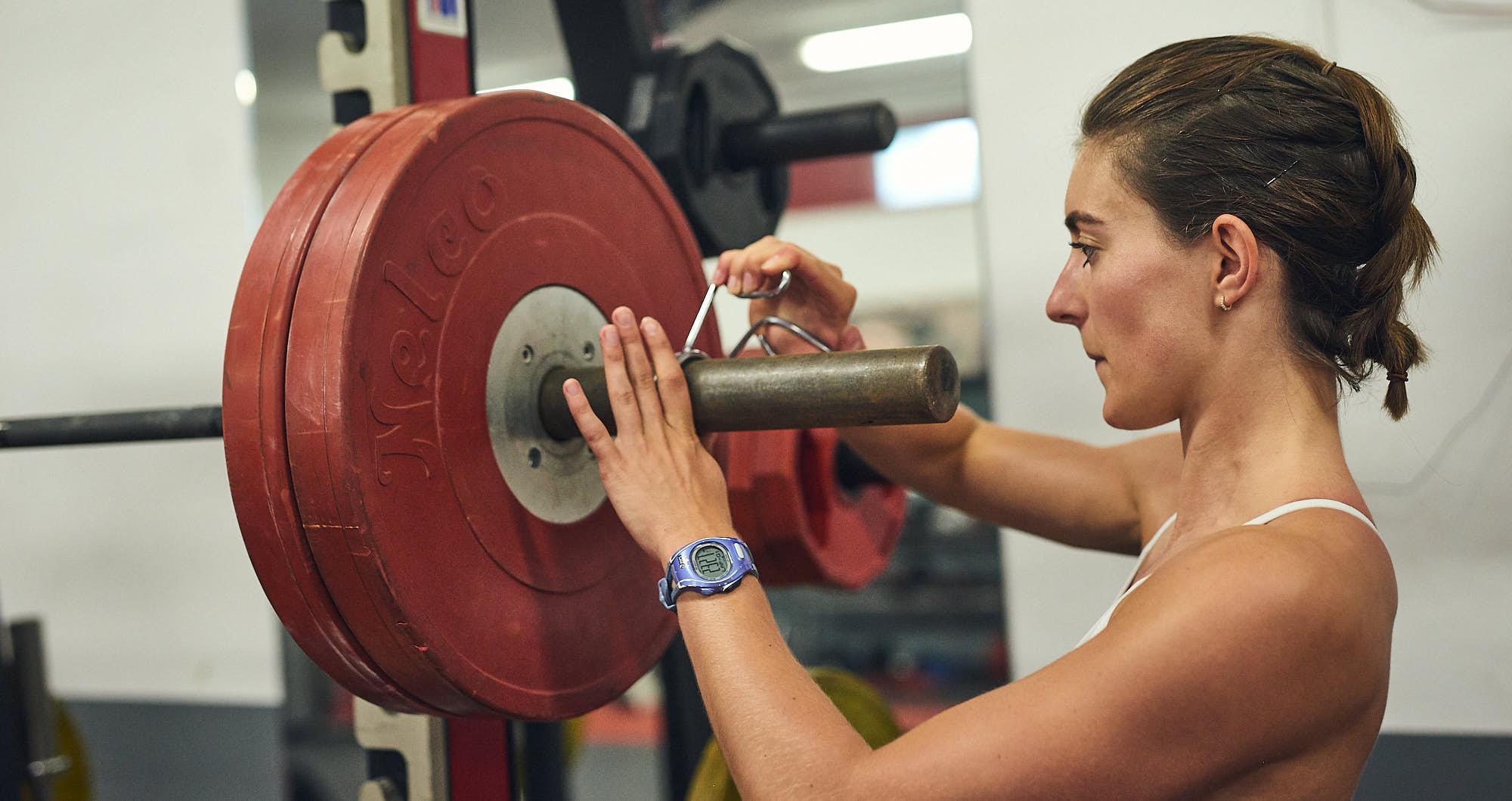 Bianca Baak preparing for a gym workout