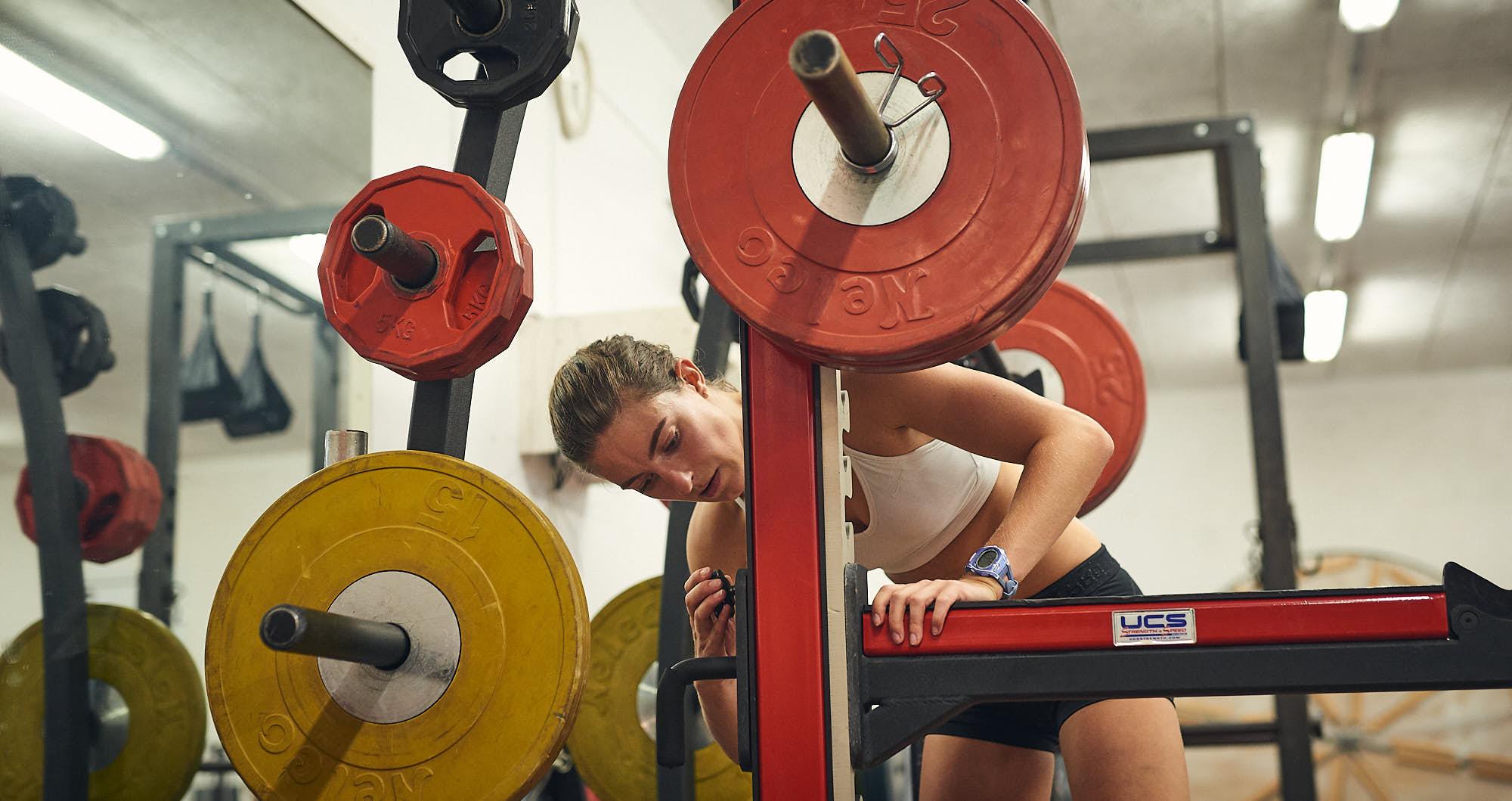 Bianca Baak hurdles athlete in a gym