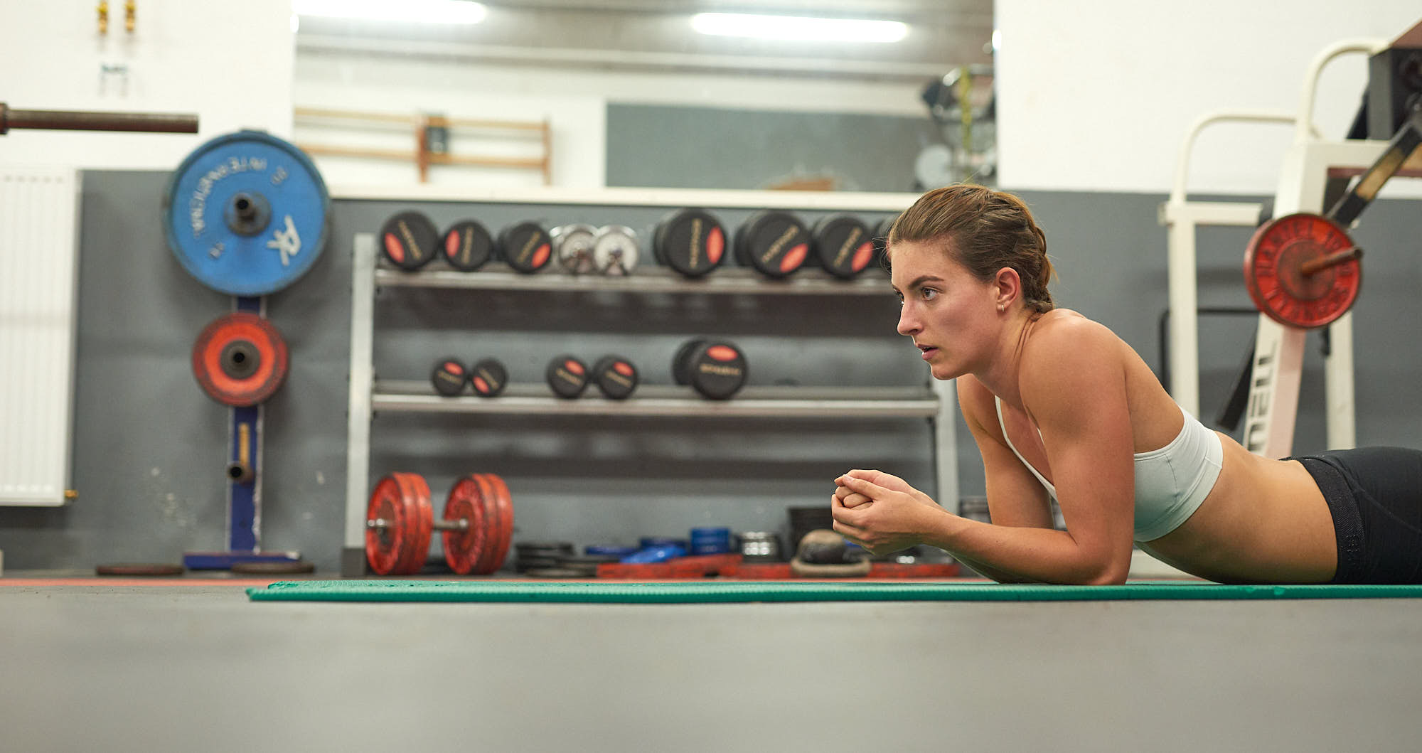 Bianca Baak resting in a gym during a workout
