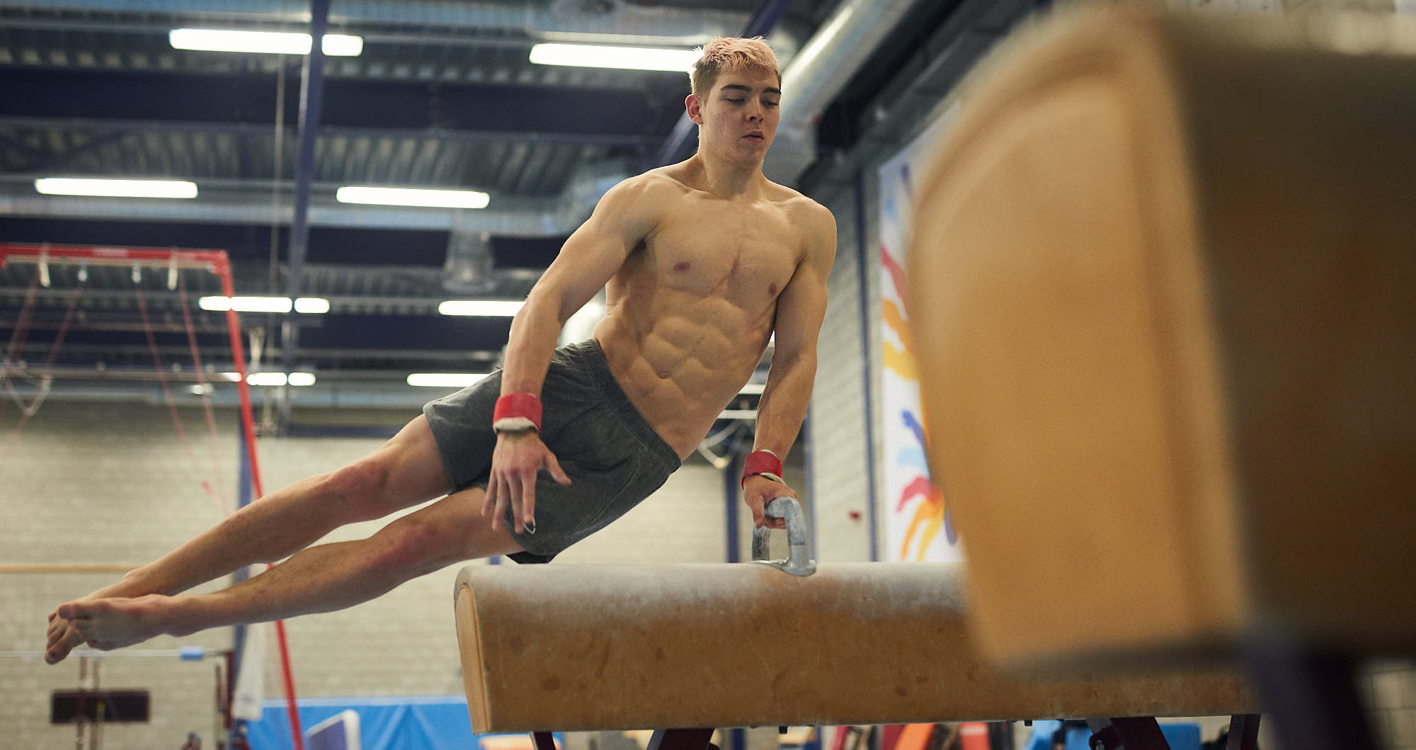 Bram Verhofstad training a gymnastics routine