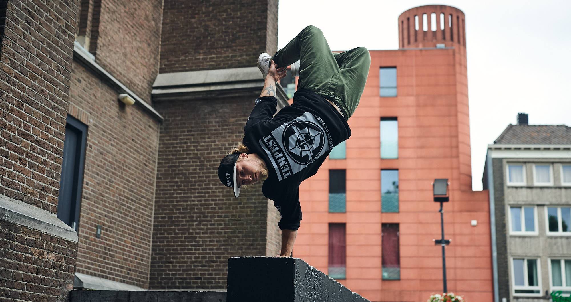 Bart van der Linden performing a handstand