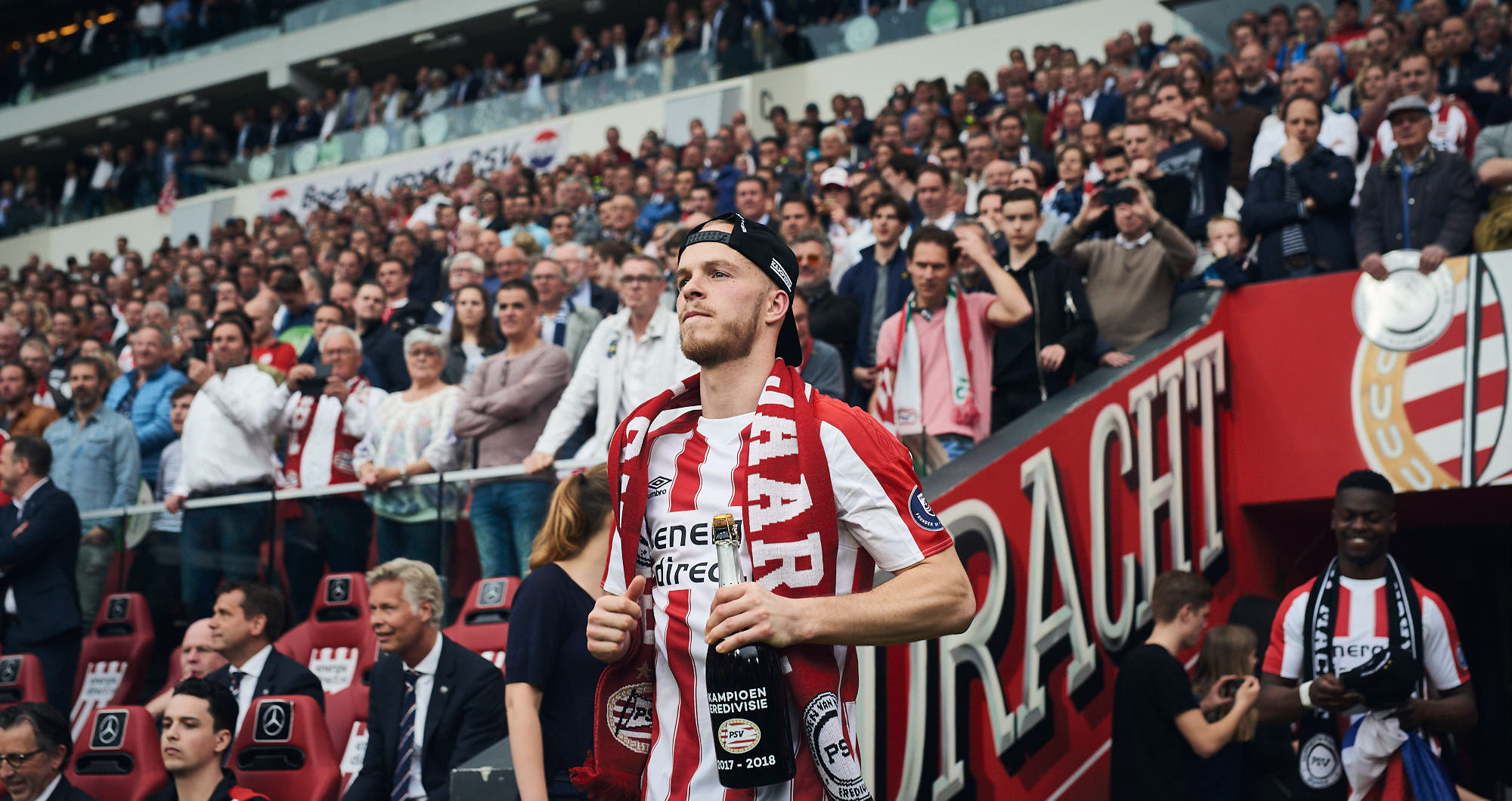 Jorrit Hendrix enters the Philips Stadium during title celebrations