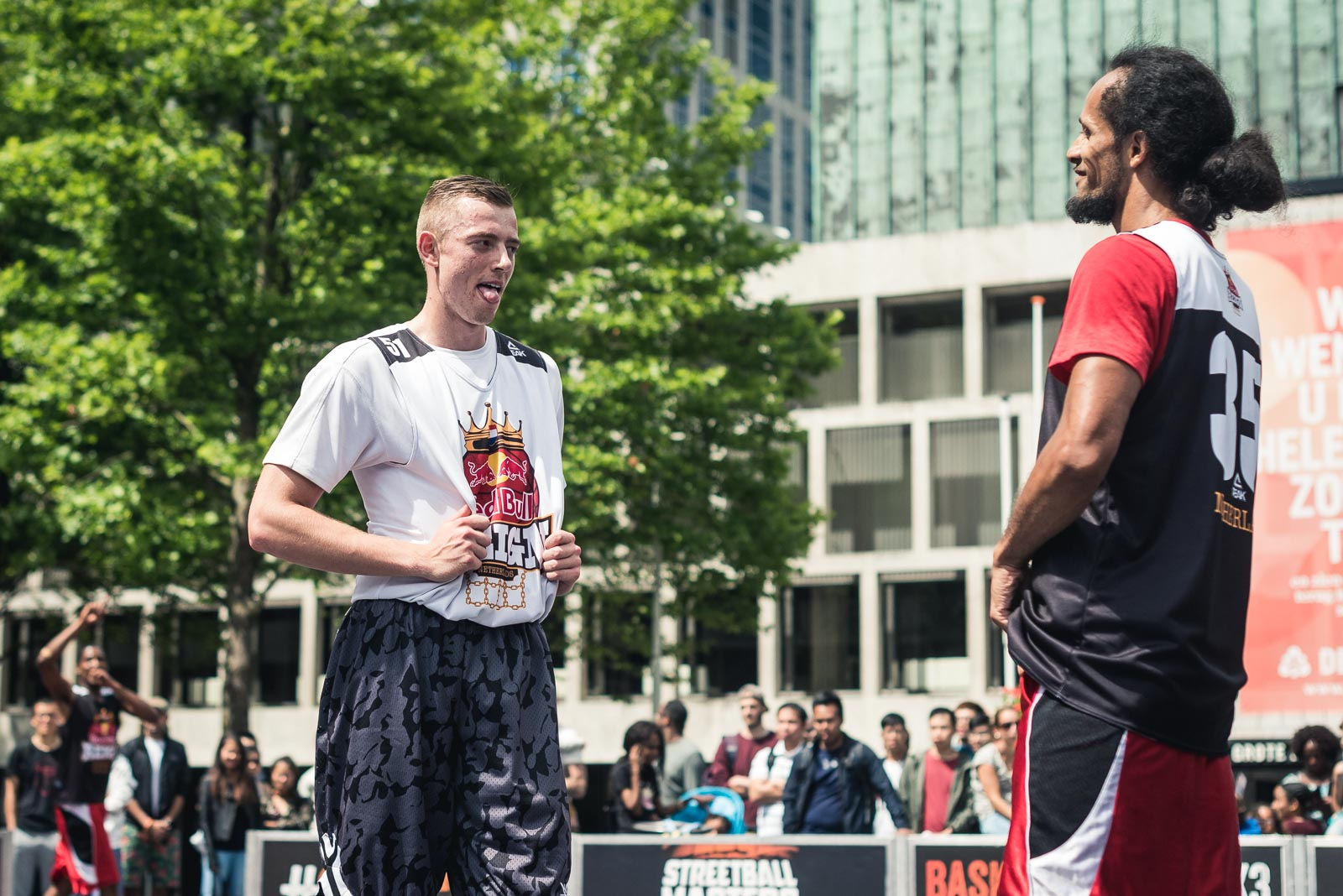 Basketball player challenging an opponent during Red Bull Reign in Holland