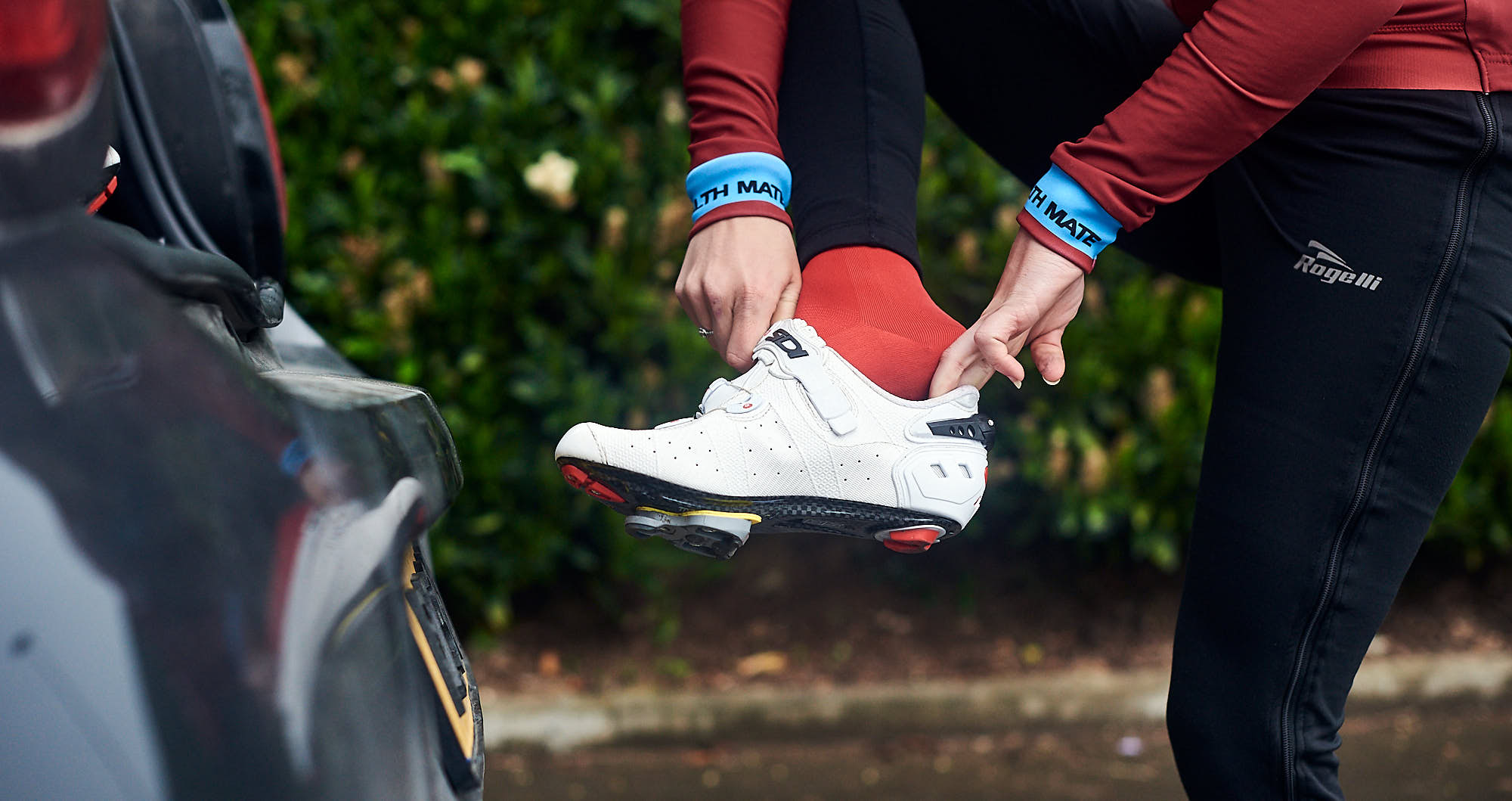 Cyclist Elodie Kuijper putting on her shoe
