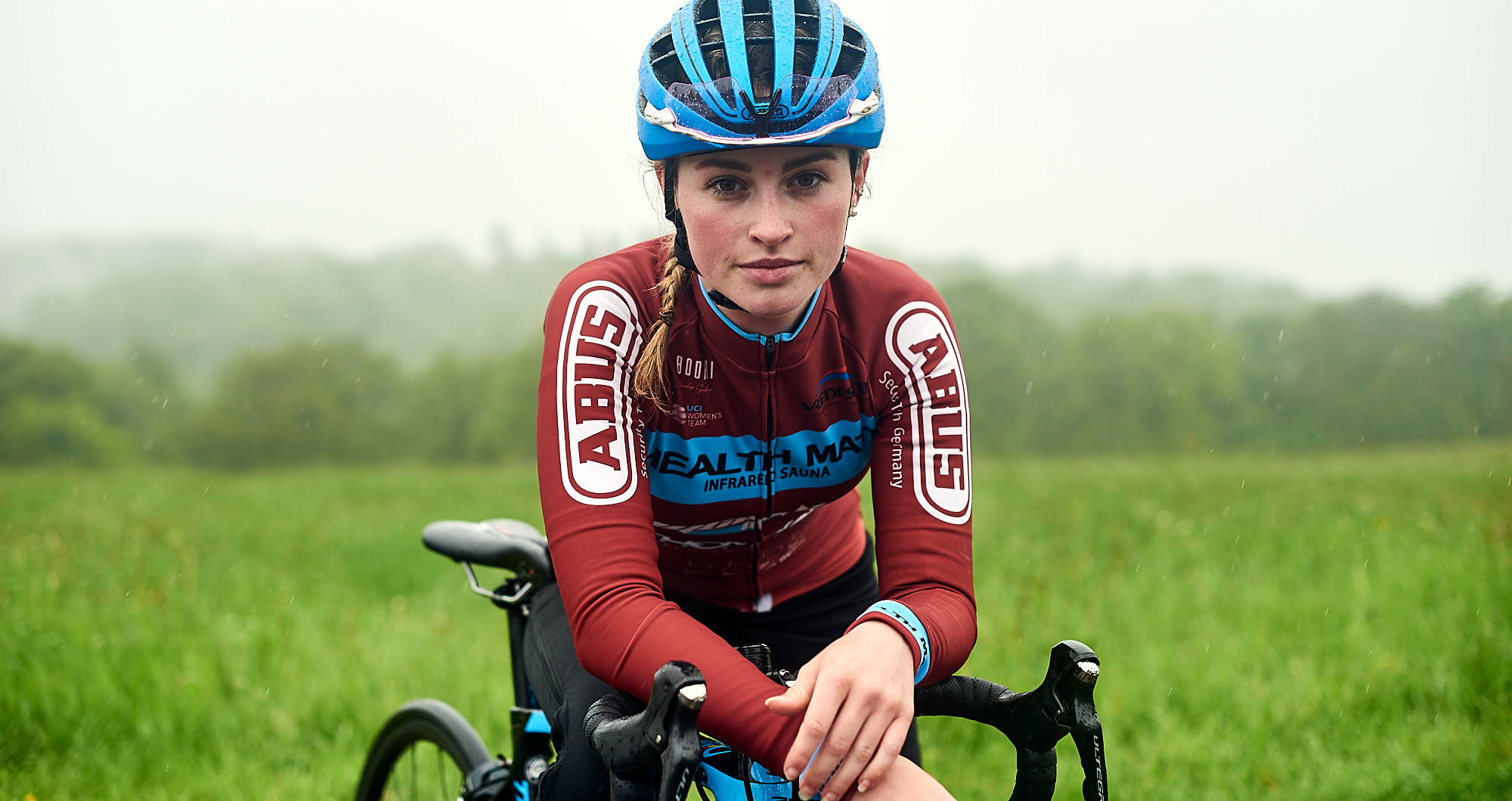 Portrait of Dutch cyclist Elodie Kuijper