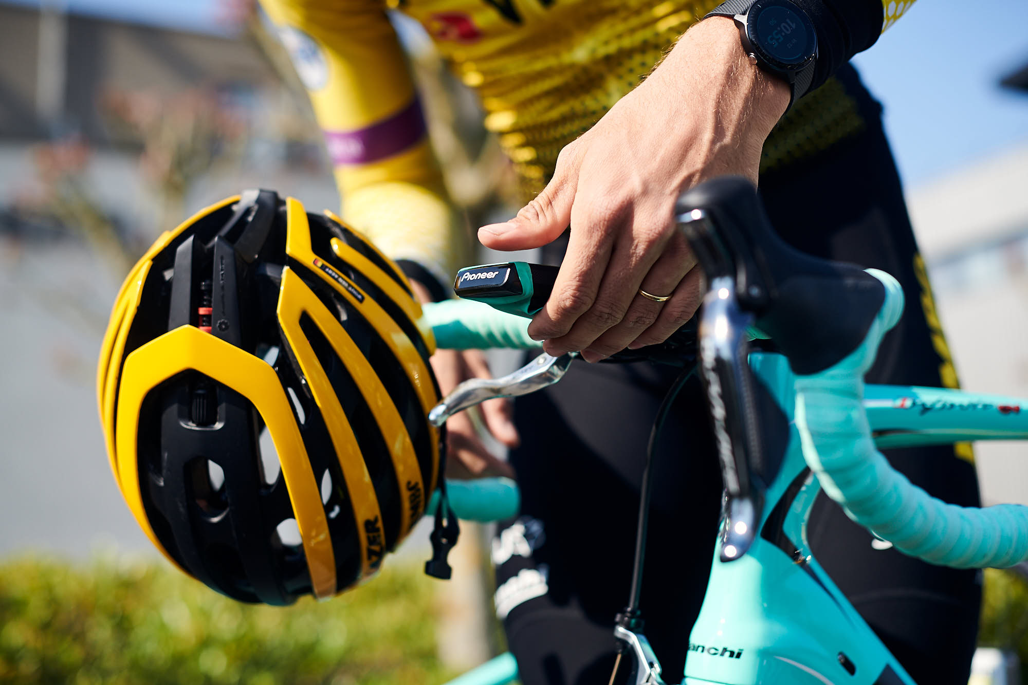 Putting a head unit on a Bianchi bike