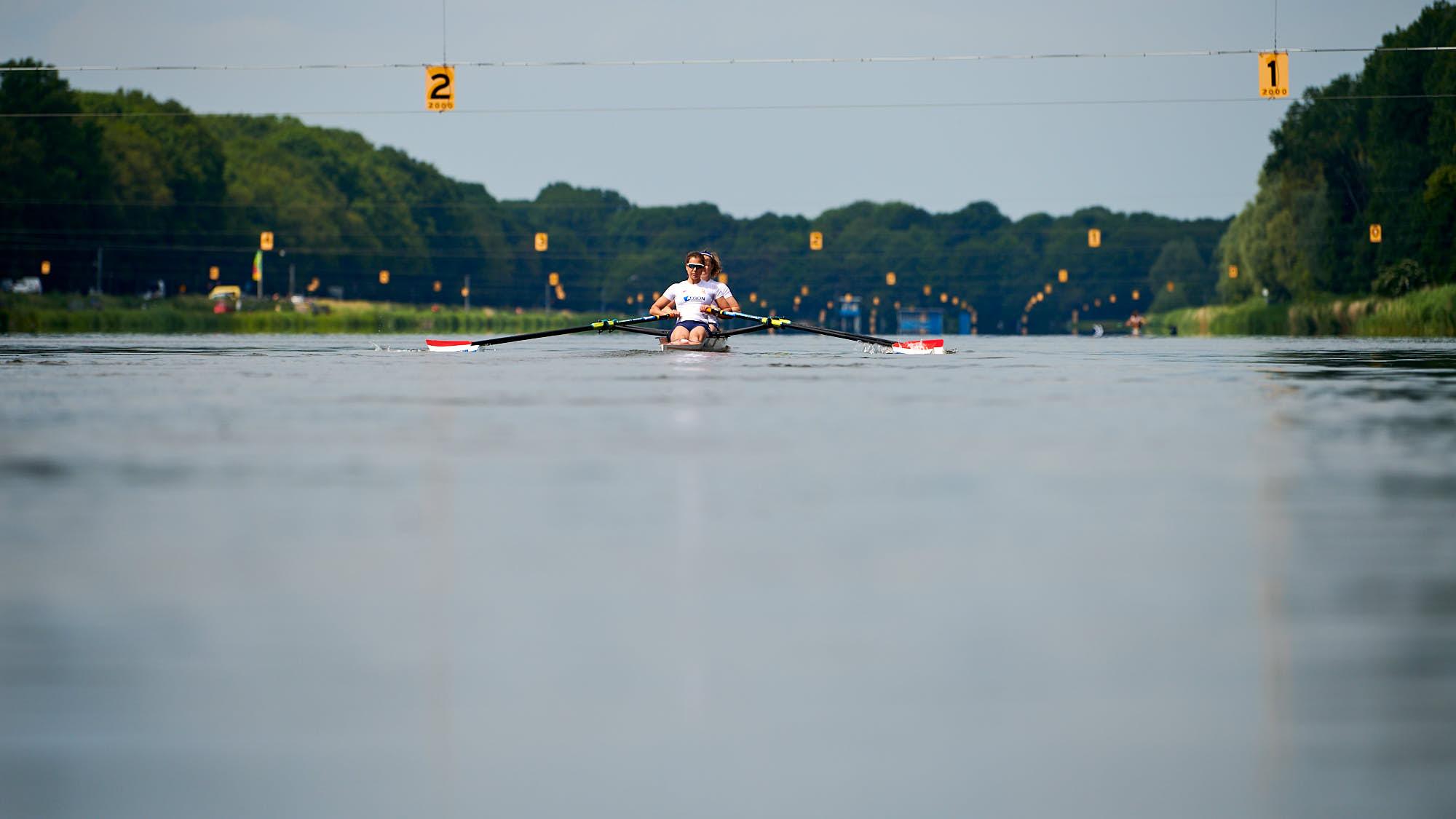 Ilse Paulis and Marieke Keijser rowing on Bosbaan in Amsterdam