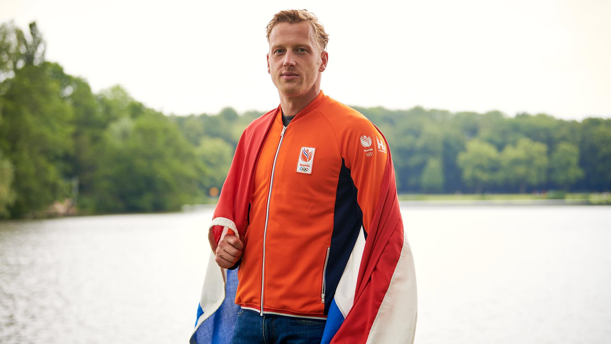 Ferry Weertman wearing TeamNL vest and Dutch flag
