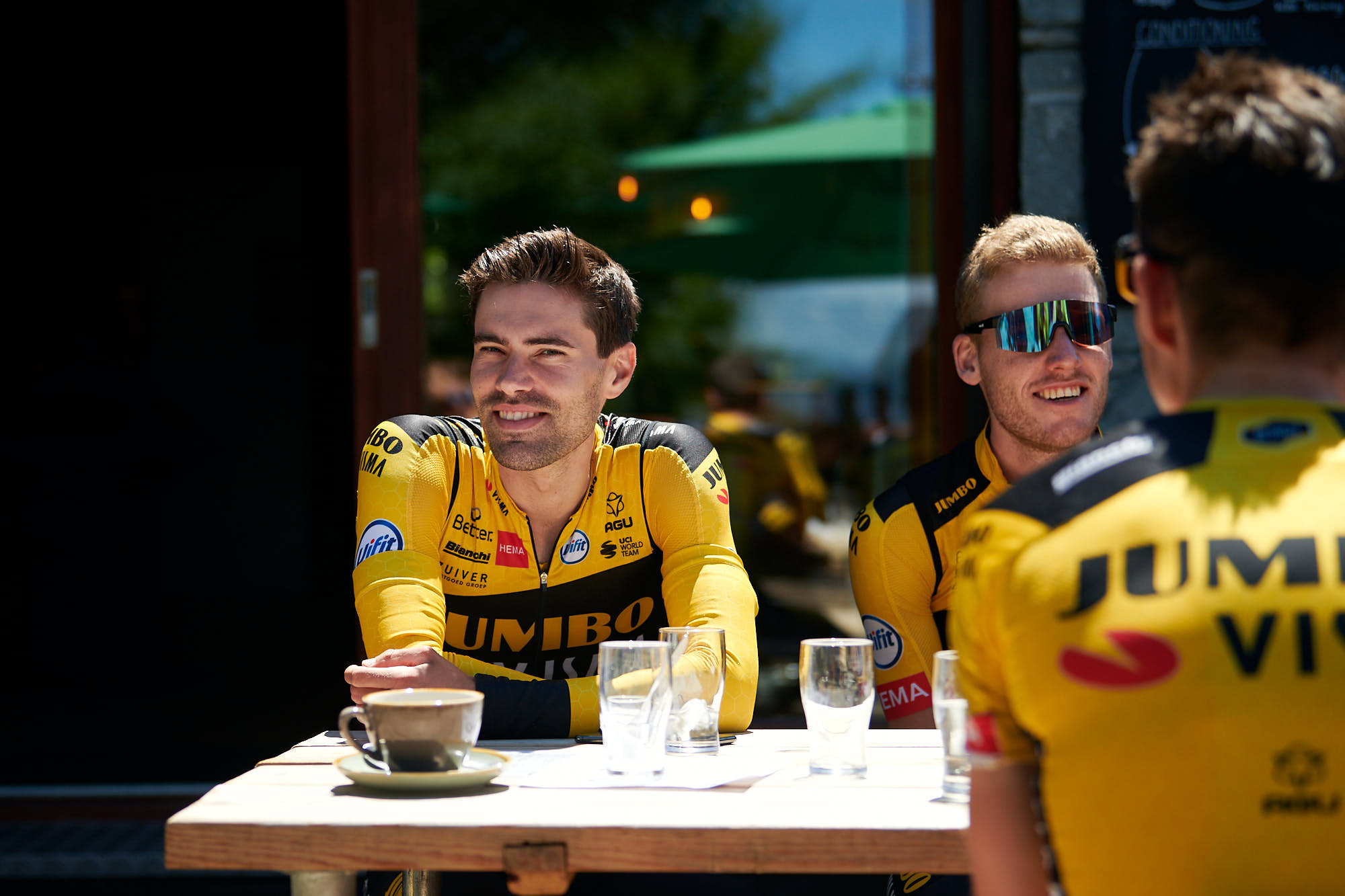 Tom Dumoulin during a coffee stop